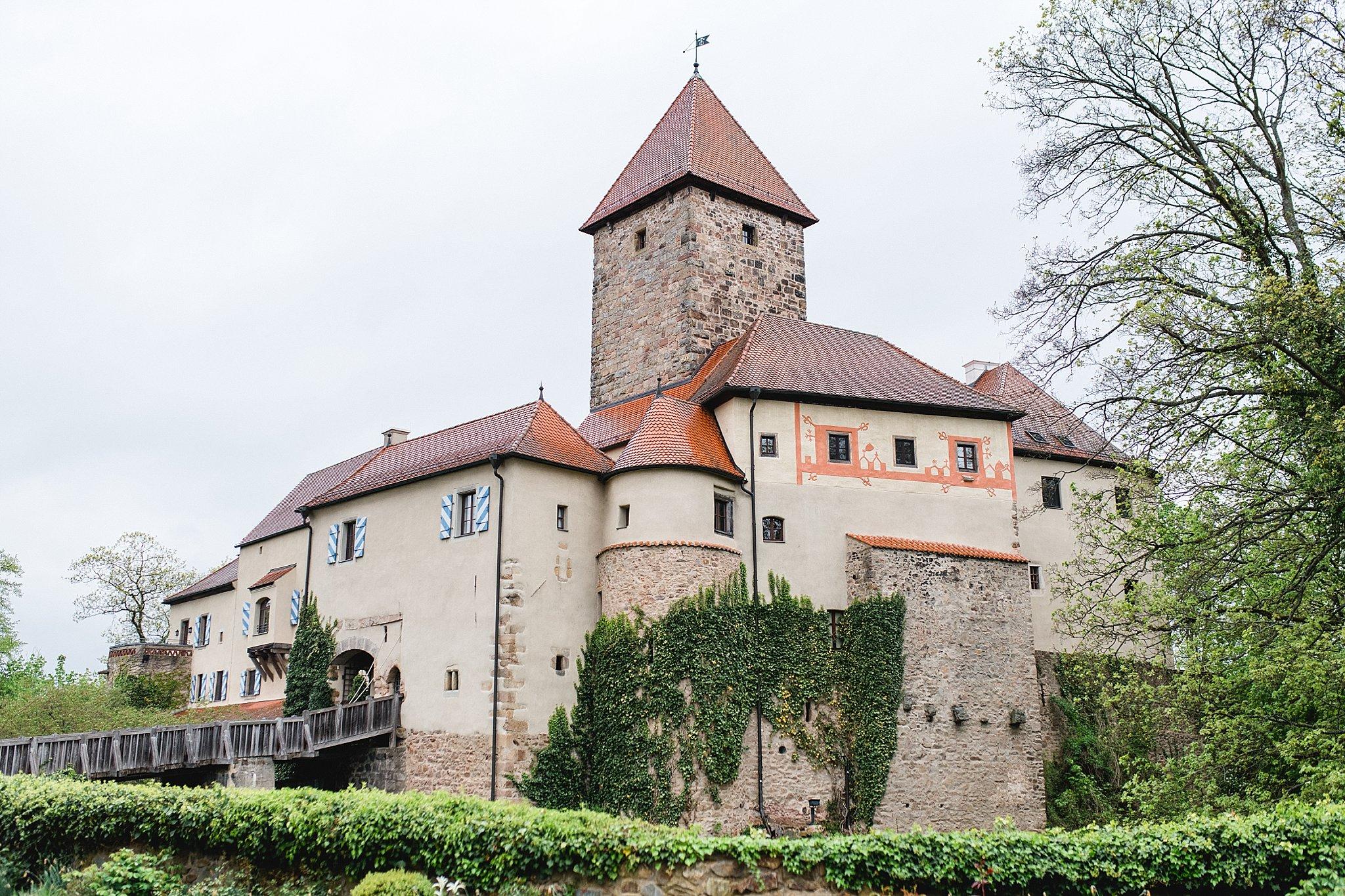 Hochzeit-von-Marina-Dominik-auf-Burg-Wernberg-und-Schloss-Friedrichsburg-00057
